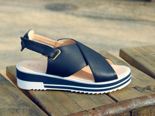 extravagante Sandalette mit leichter Plateausohle