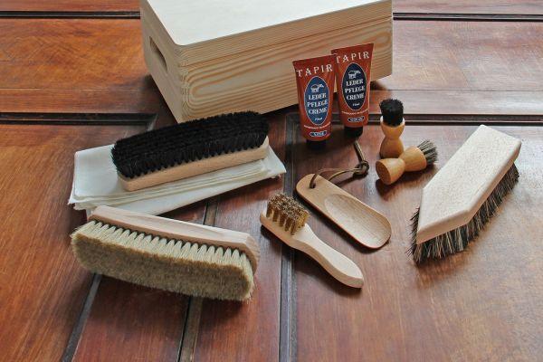 Pflegeset in praktischer Holzkiste